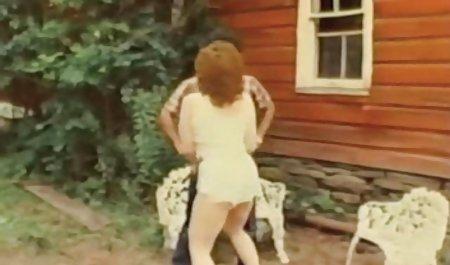 یک شلخته عکس سکسیشهوانی ارشد و دوست دخترش در حال طعم دادن و بوسیدن هستند