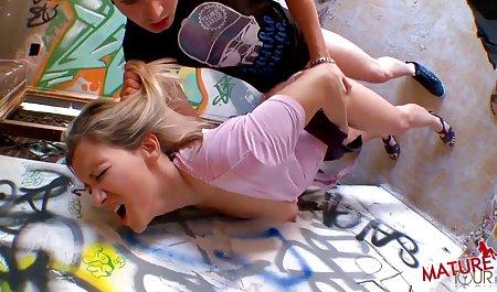 سه نوجوان دوست مجله تصویری شهوانی داشتنی لزبین بازی می کنند